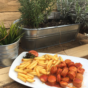 Pommes Currywurst